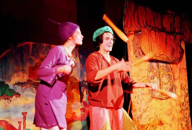 cirque isidore : arbres de noel, spectacle pour enfants,