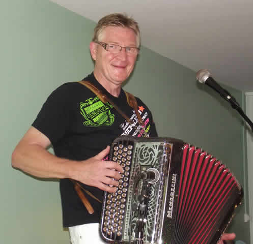 Michel DUNAS : Accordéoniste Clavier Animateur DJ