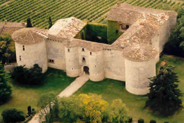 Chateau de mauriac location de chateau gaillac for Cuisine 81 gaillac