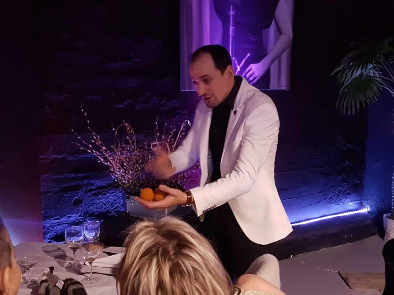 Julien Chauvin Magicien ventriloque  hypnotiseur  : Magicien Hypnotiseur Ventriloque