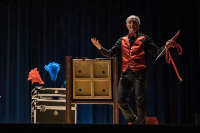 Jack PRESTI Magicien-Ventriloque : magicien ventriloque et dj