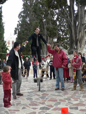 Augustus Pana & Missi Fu : duo d'acrobates, humour, poésie, prouesses