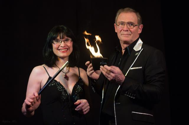 Magicien Philippe Hervé et Marie Ange : Magicien, , arbre de noël, anniversaire