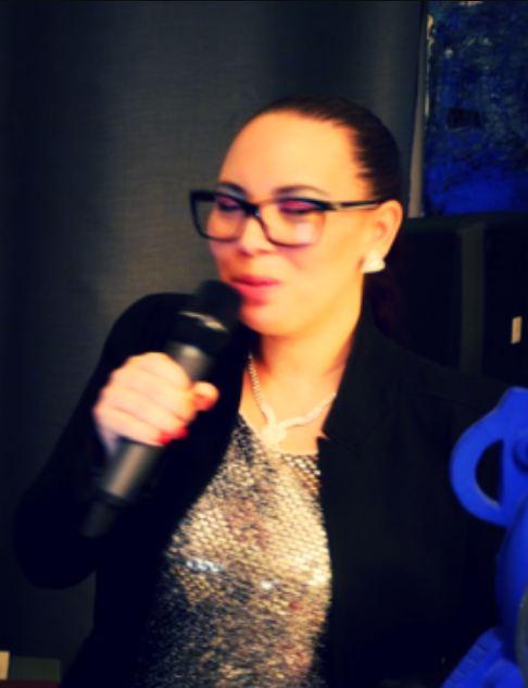 Pénélope Chanteuse Saxophoniste DJ RIVIERA  : Chanteuse-Saxophoniste, DJ Animation