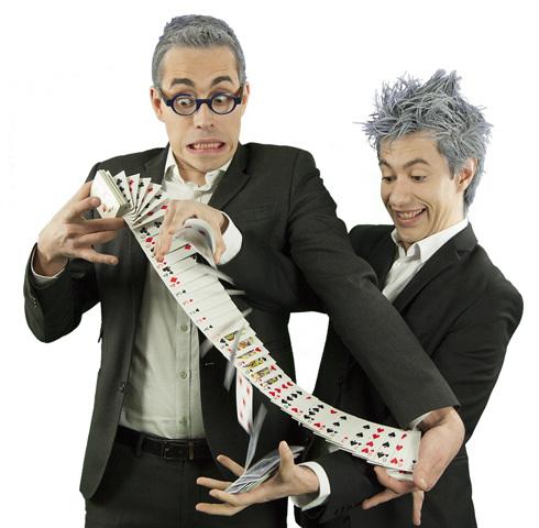 Les Incompressibles : Duo de magiciens décalés